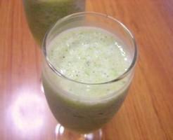 口内炎と風邪の予防にパセリ、キウイ、バナナスムージー