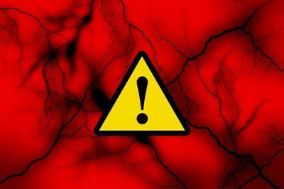 アスベスト問題の原因は危険性承知で使用禁止や規制の対策が遅れた事です。